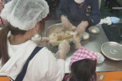児童が育てたもち米で赤飯作り