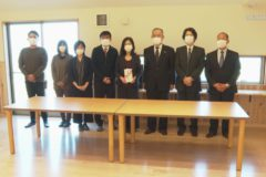 四国中央地区労働者福祉協議会が社会福祉法人 澄心に木製テーブルを贈呈