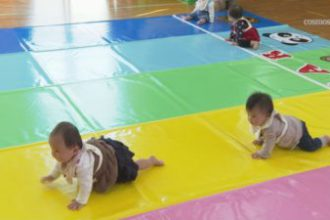 赤ちゃんハイハイレース開催