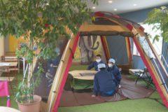 江南ラミネート キャンプ場のような休憩室